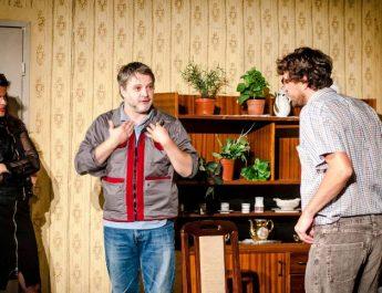 """Predstava """"Amateri"""" u mitrovačkom pozorištu"""