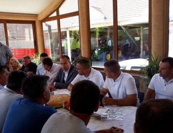 Radojević i Nedimović razgovarali sa poljoprivrednicima iz Rivice  u opštini Irig